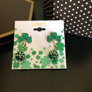☘️Dangling Shamrock Earrings
